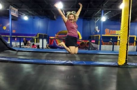 Have fun at an adult trampoline park
